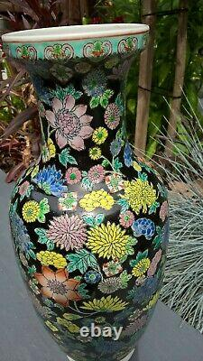 Chinese famille rose vase beautiful hand painted colours super item
